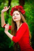 Fotografie Dívka v věnec v lese