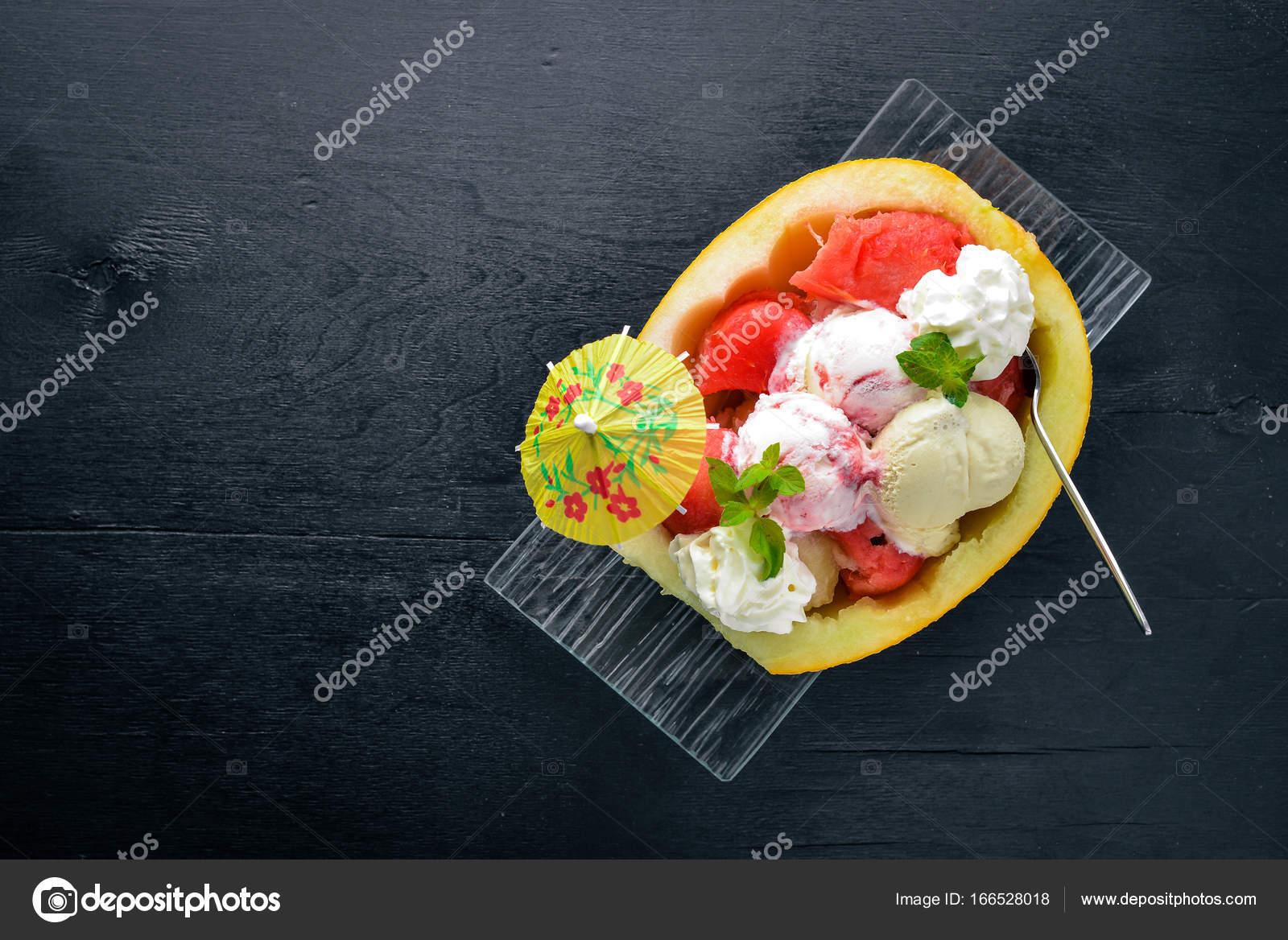 dessert. melon et pastèque — photographie yarunivphoto © #166528018