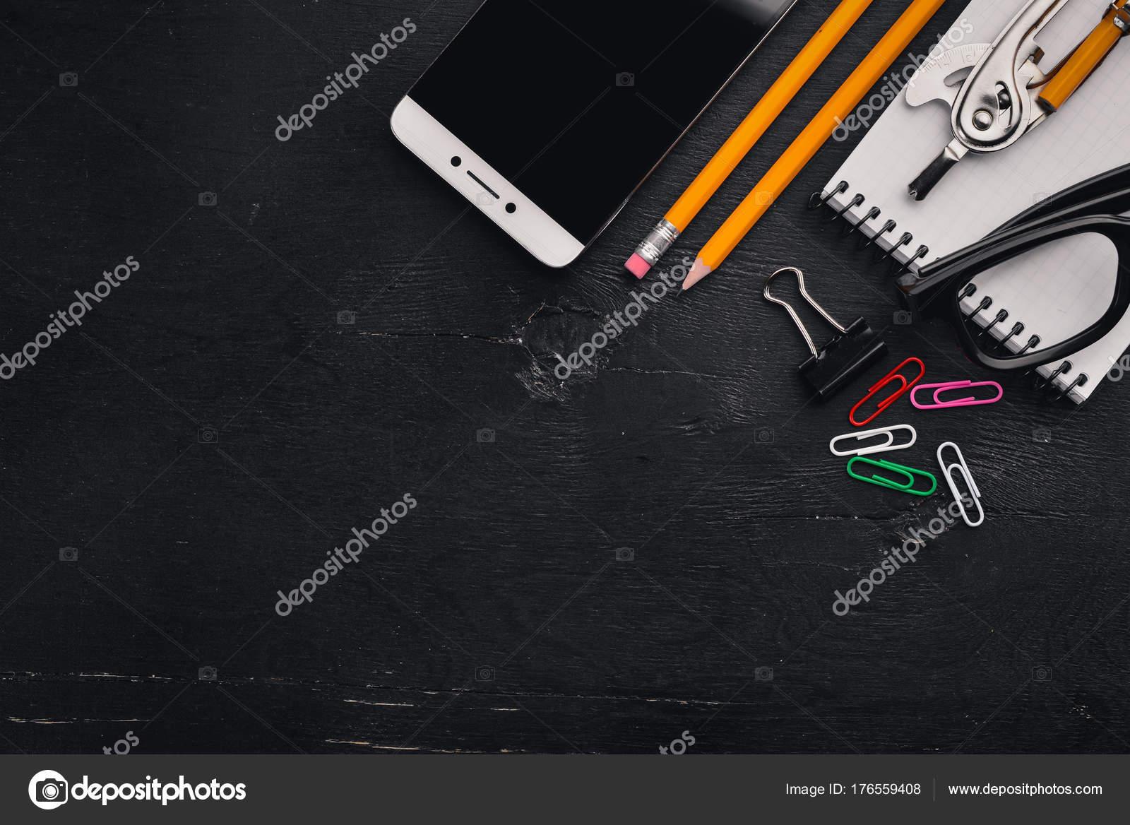 Scrivania Telefono Cellulare Notebook Matita Occhiali Ufficio Uno