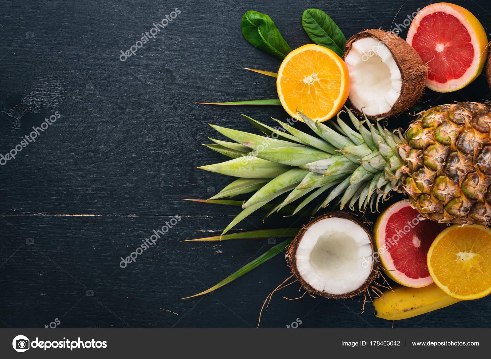 Свежих тропических фруктов ананас кокосовое киви апельсин гранат.