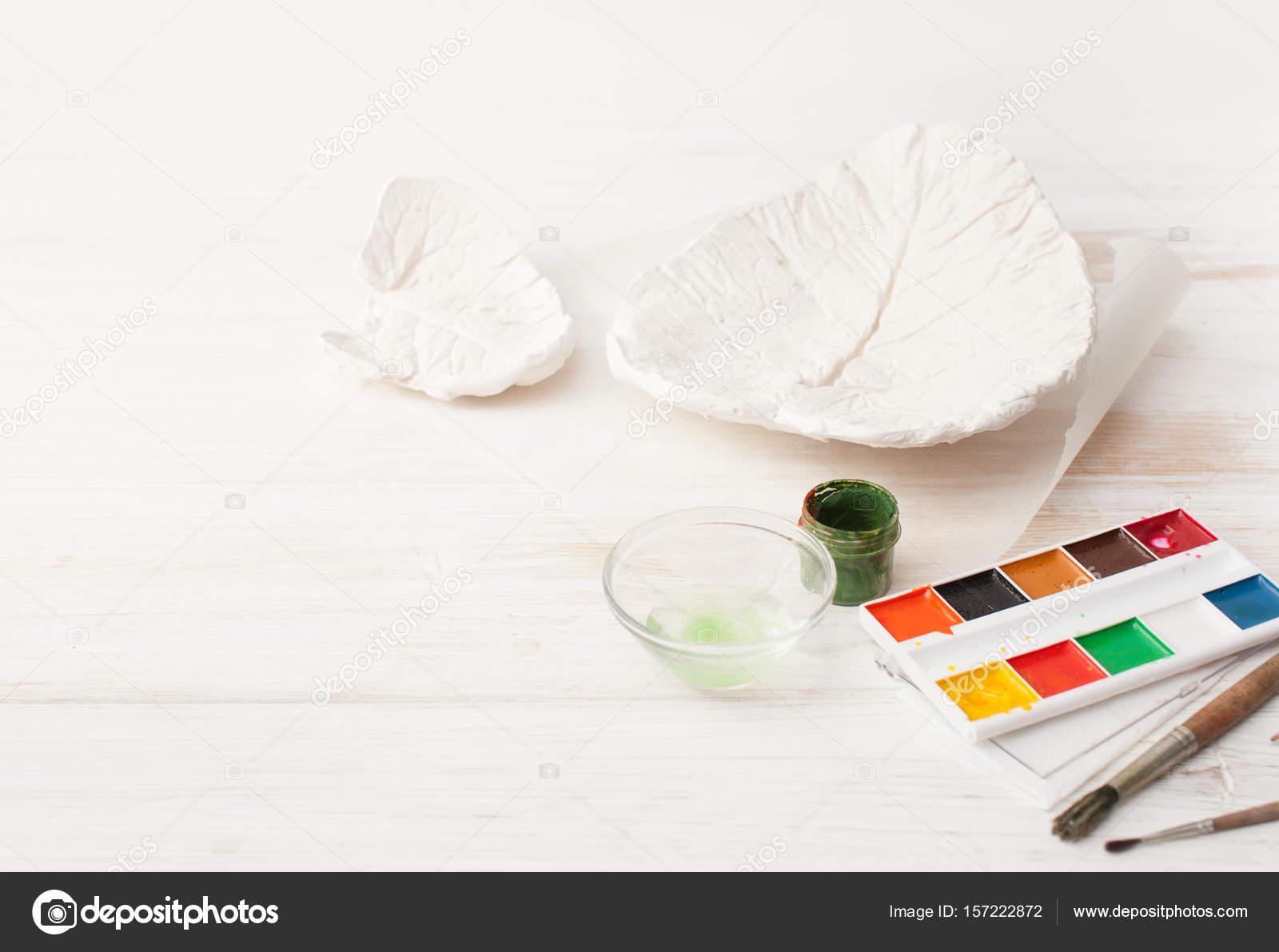Para colorear de la forma de hoja de yeso en blanco — Fotos de Stock ...