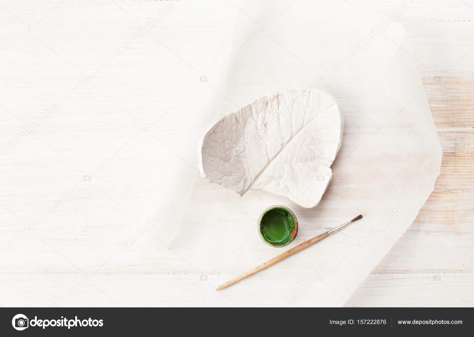 Para colorear de la forma de hoja de yeso en blanco — Foto de stock ...