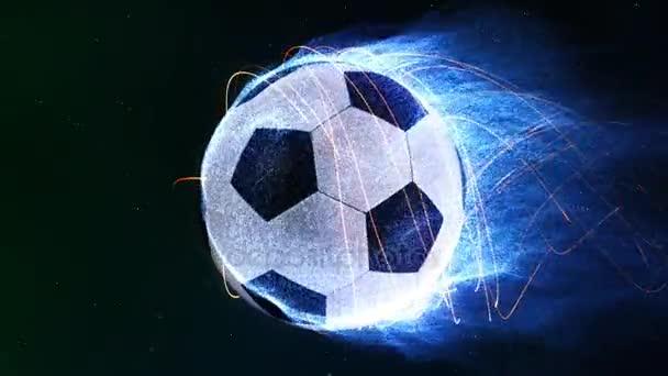 Futball labda repül a lángok 4k Loop funkciók egy futball-labda, repülő a térben, mint a légkörben kék részecske lángok termékfejlesztés belőle, mert forog a hurok