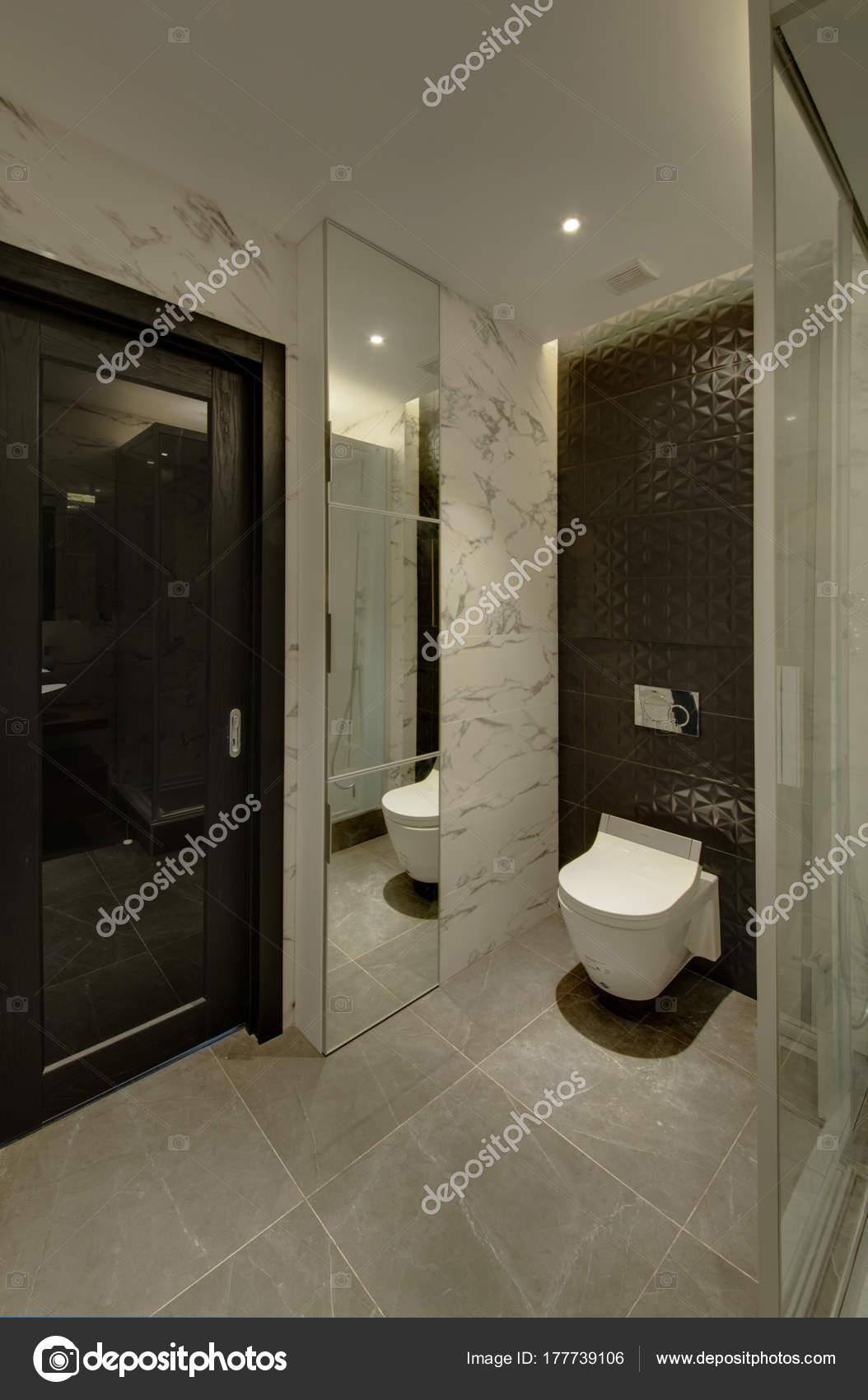 Mur Salle De Bain Pierre Naturelle ~ Une Salle Bain Avec Bo Tier Miroir Mur Noir Photographie Twins03