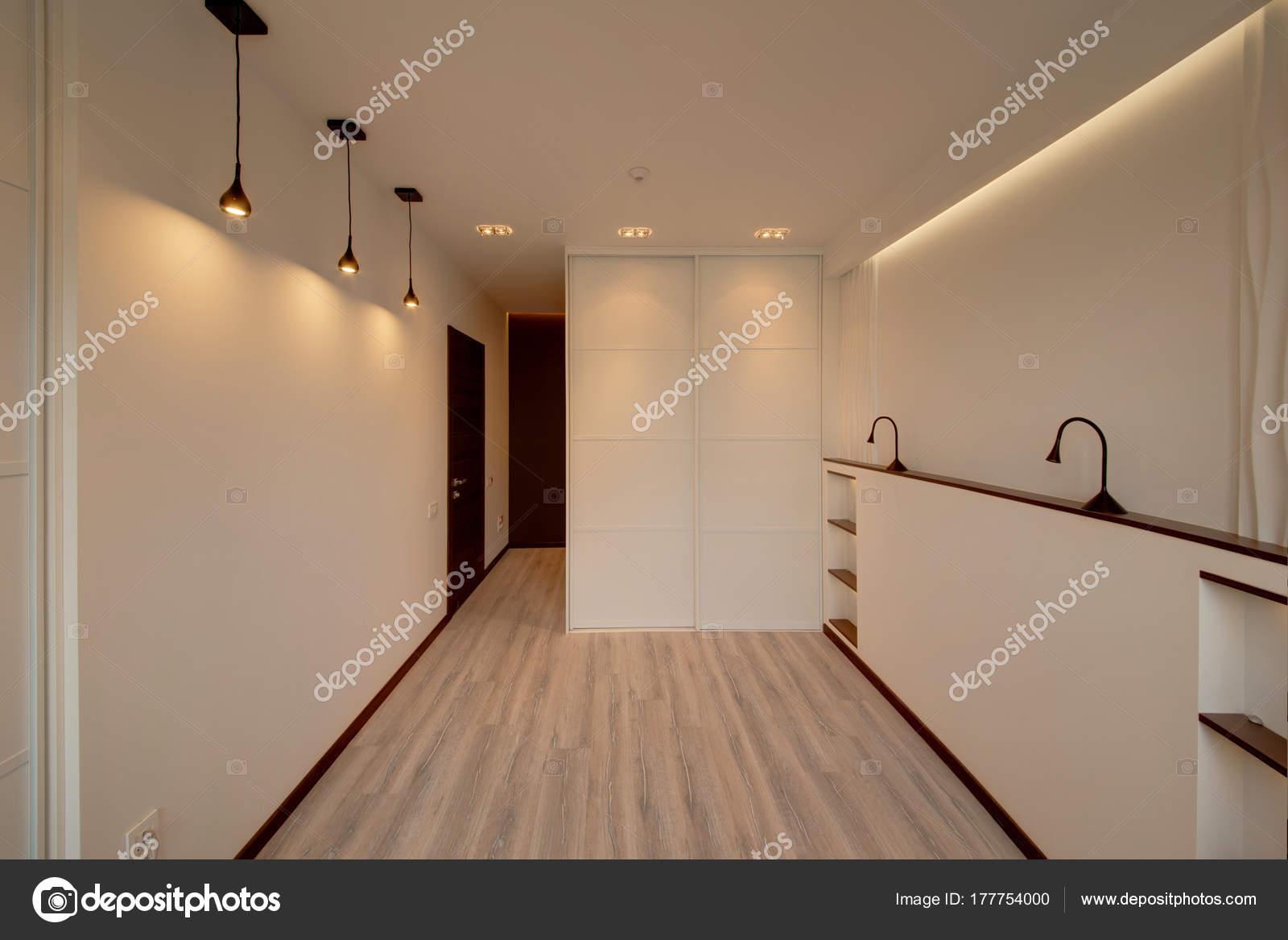 Die Schiebetüren Einbauschrank Schlafzimmer Weiß Mit Braunen Türen ...