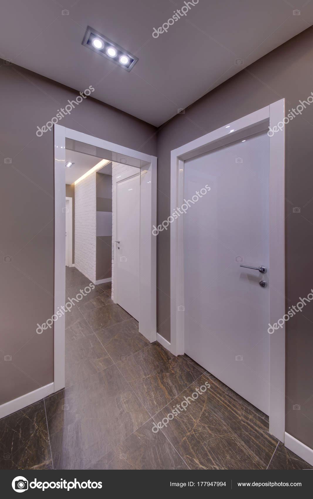 Suelo gris puertas blancas fabulous estilo paredes for Puertas blancas paredes grises
