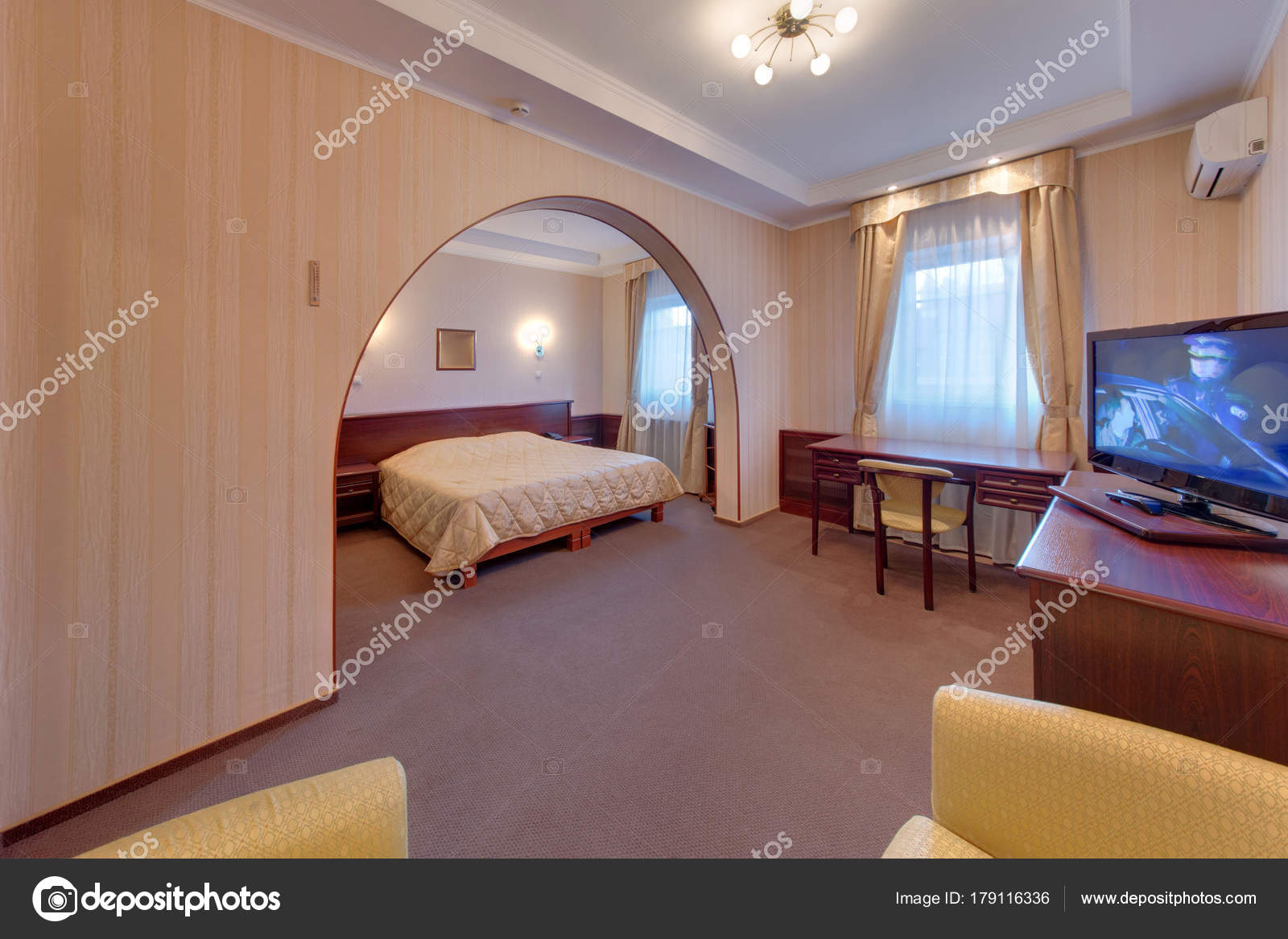 Chambre Coucher Avec King Size Bed Lampes Bureau Chaises Une ...