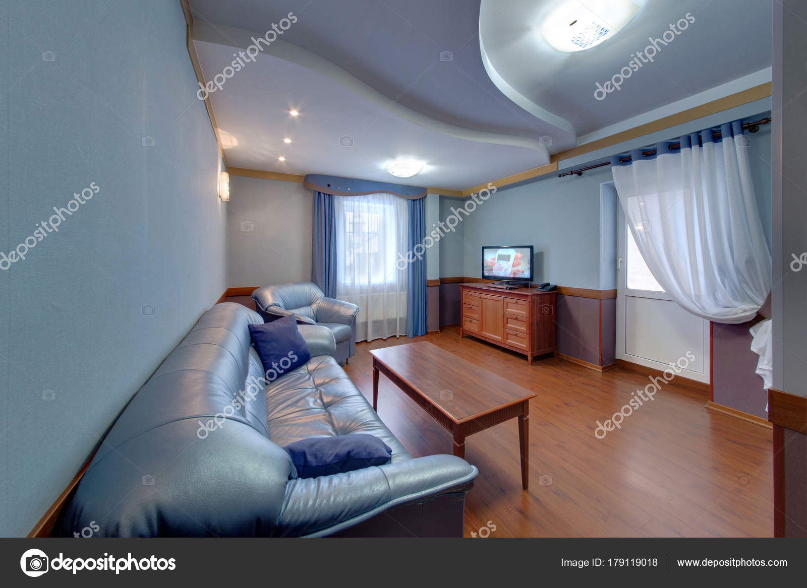 Salón Con Muebles Tapizados Azul Con Una Mesa Café Bordillo — Foto ...