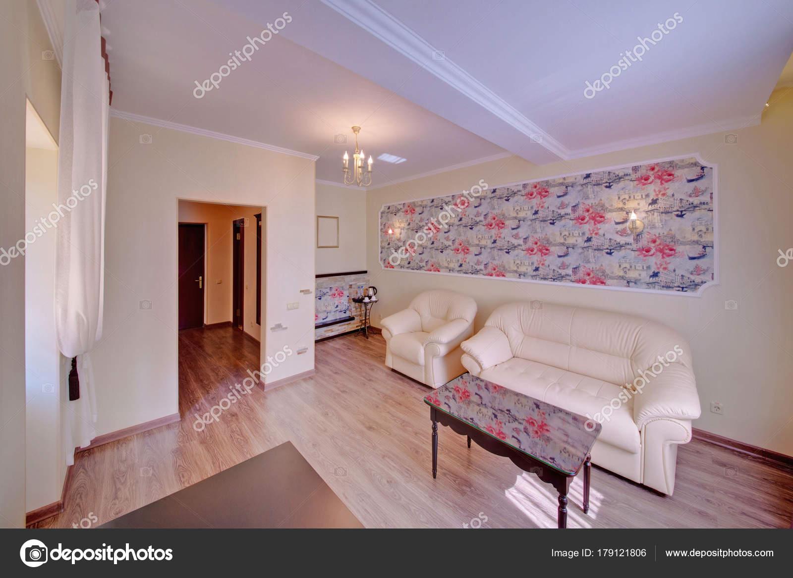 Weiße Polstermöbel Einem Hellen Interieur Ein Salon Mit Einer Bunten
