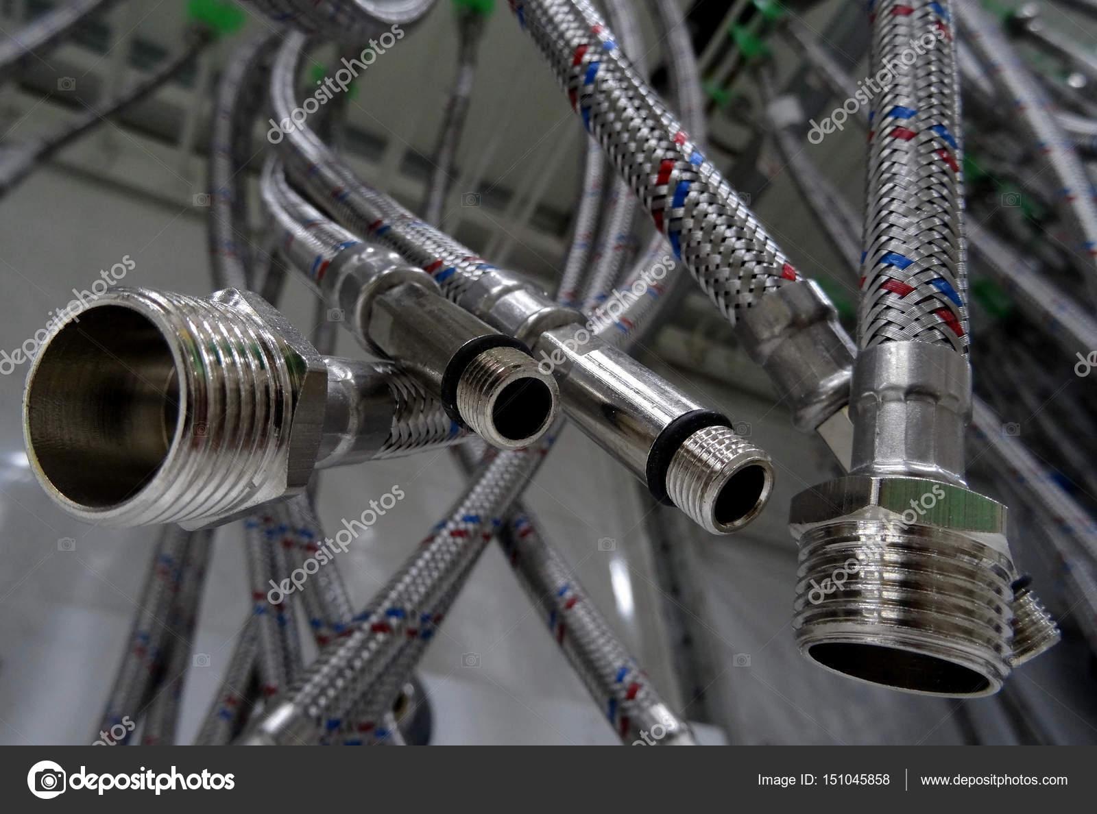 Μεταλλικές σωλήνες υψηλής πίεσης που κρέμονται closeup υφή φωτογραφία  απόθεμα — Φωτογραφία Αρχείου 08bf9f5c6cf