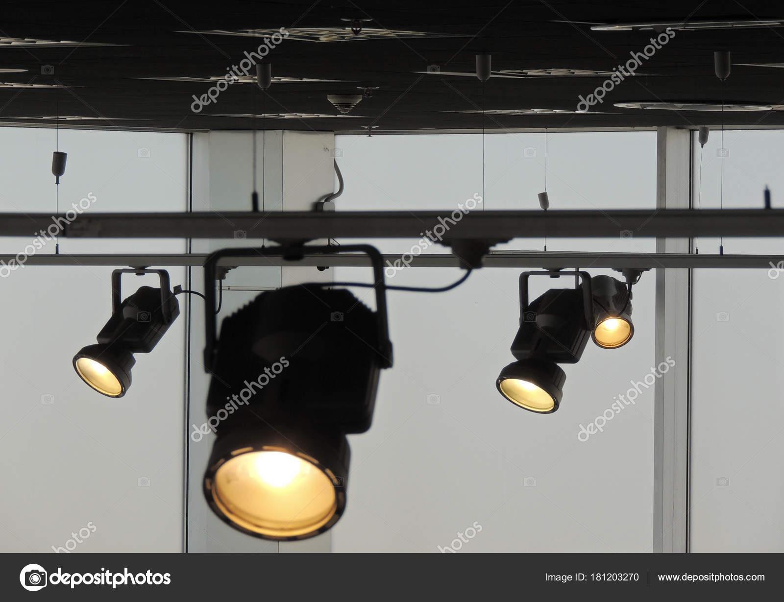 Impianto illuminazione con faretti segui alle opere studio u foto