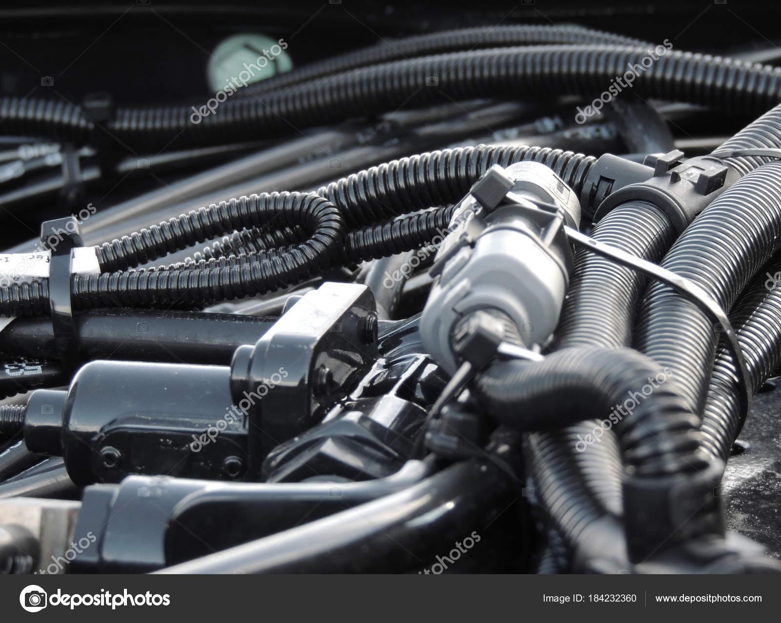 Motor Verkabelung Mit Bündeln Von Kühlmittelrohre Isolierung ...