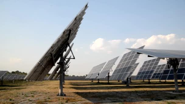 Autonomní solární panely sledování slunce na solární elektrárny
