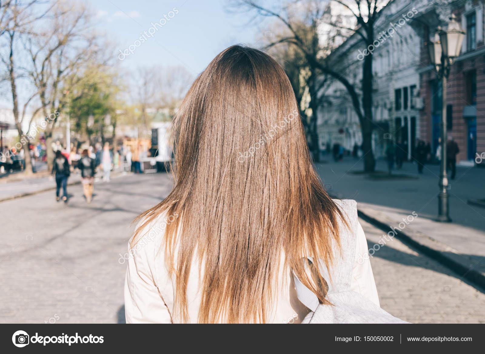seks-vid-szadi-foto-blondinka-i-bryunetka
