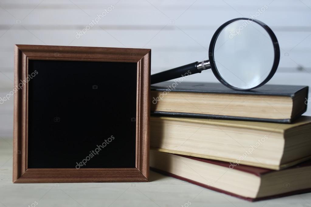 marco para libros de texto y reloj — Foto de stock © alexkich #127494052