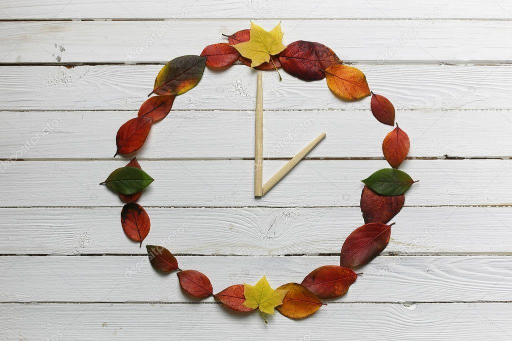 создания мозаики, часы из листьев картинки страдающие