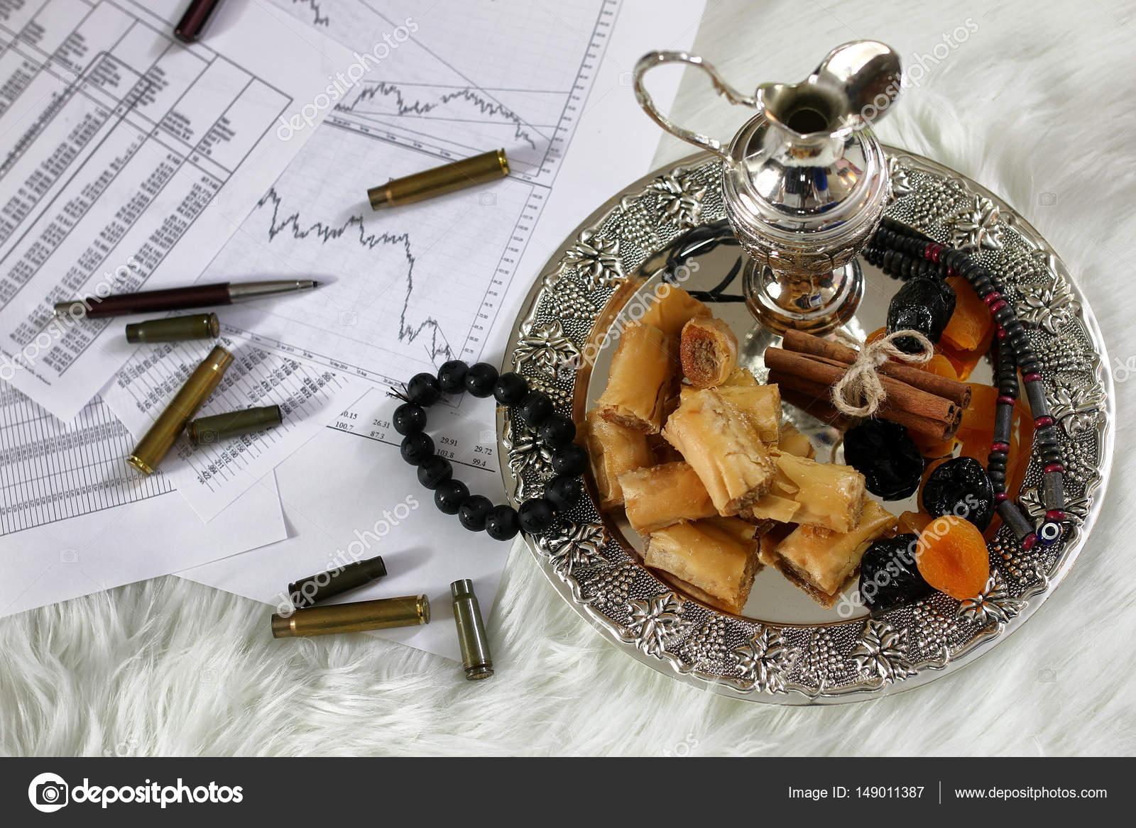 östlichen Süßigkeiten Tisch Auf Einem Silbertablett Baklava Und
