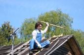 ein Mann in Gestalt eines Bauunternehmers