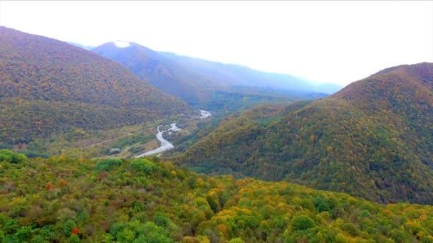 Létání nad Kavkazem barevné horský Les