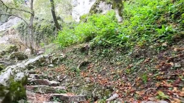 Přesun nahoru o kamenné schodiště