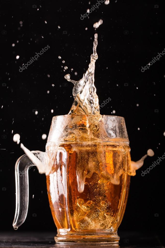 Imágenes Cervezas En Hieleras Surtido Cerveza En Una Taza Listo