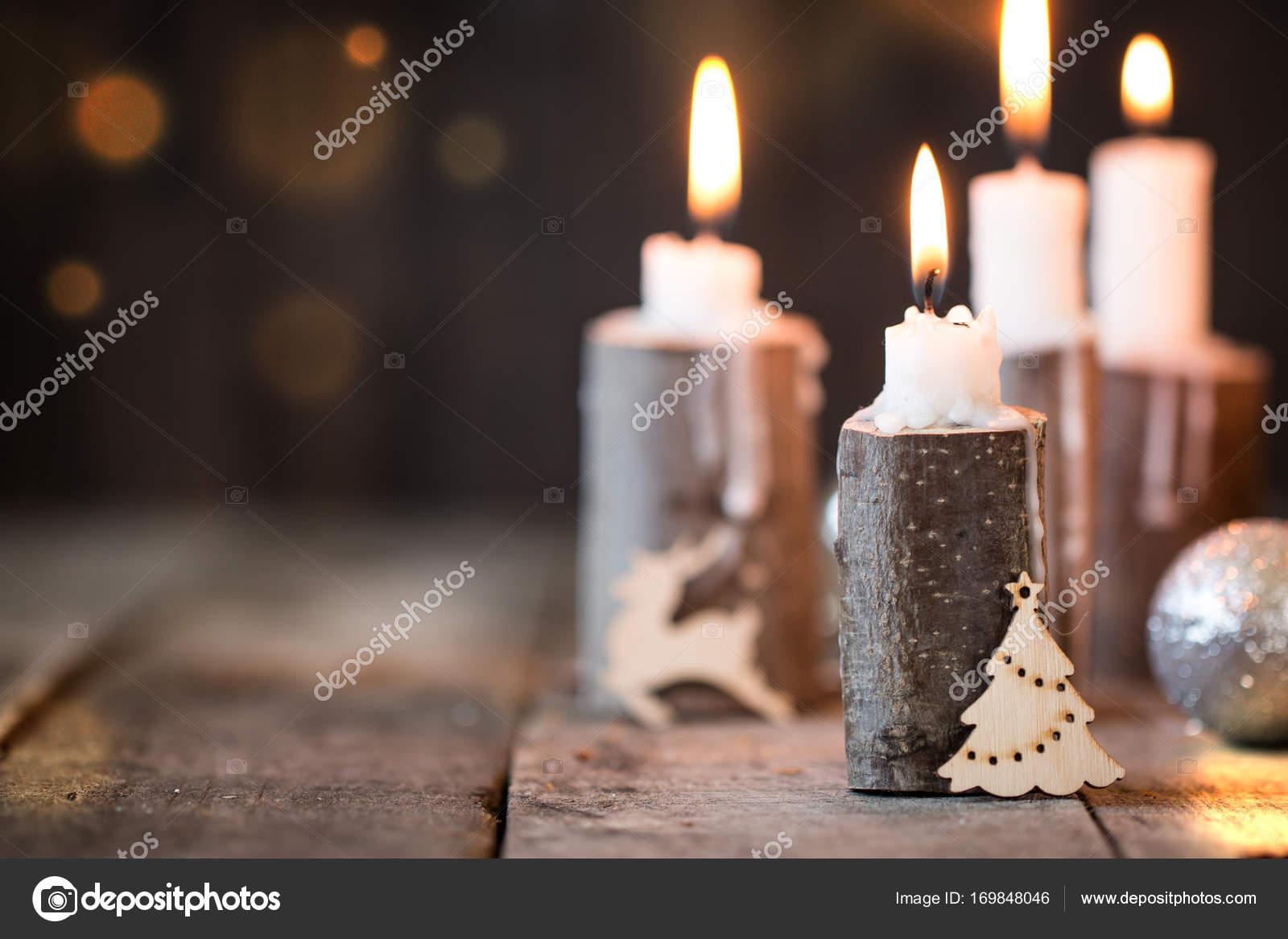 Carte De Noel Yahoo.Carte De Noël Avec Rougeoyante Petits Cônes De Bougie Et De