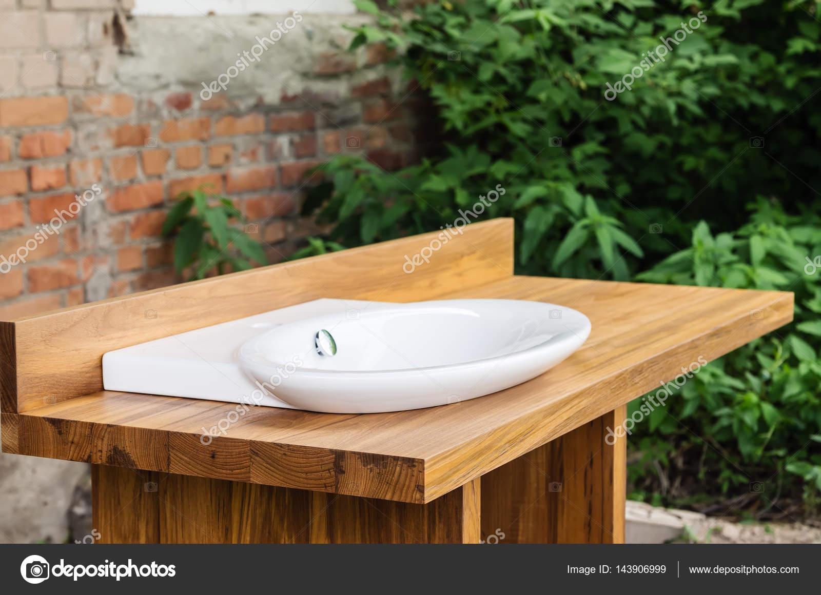 Keramik Waschbecken Mit Schrank Teak Holz Stockfoto Vadyuhin