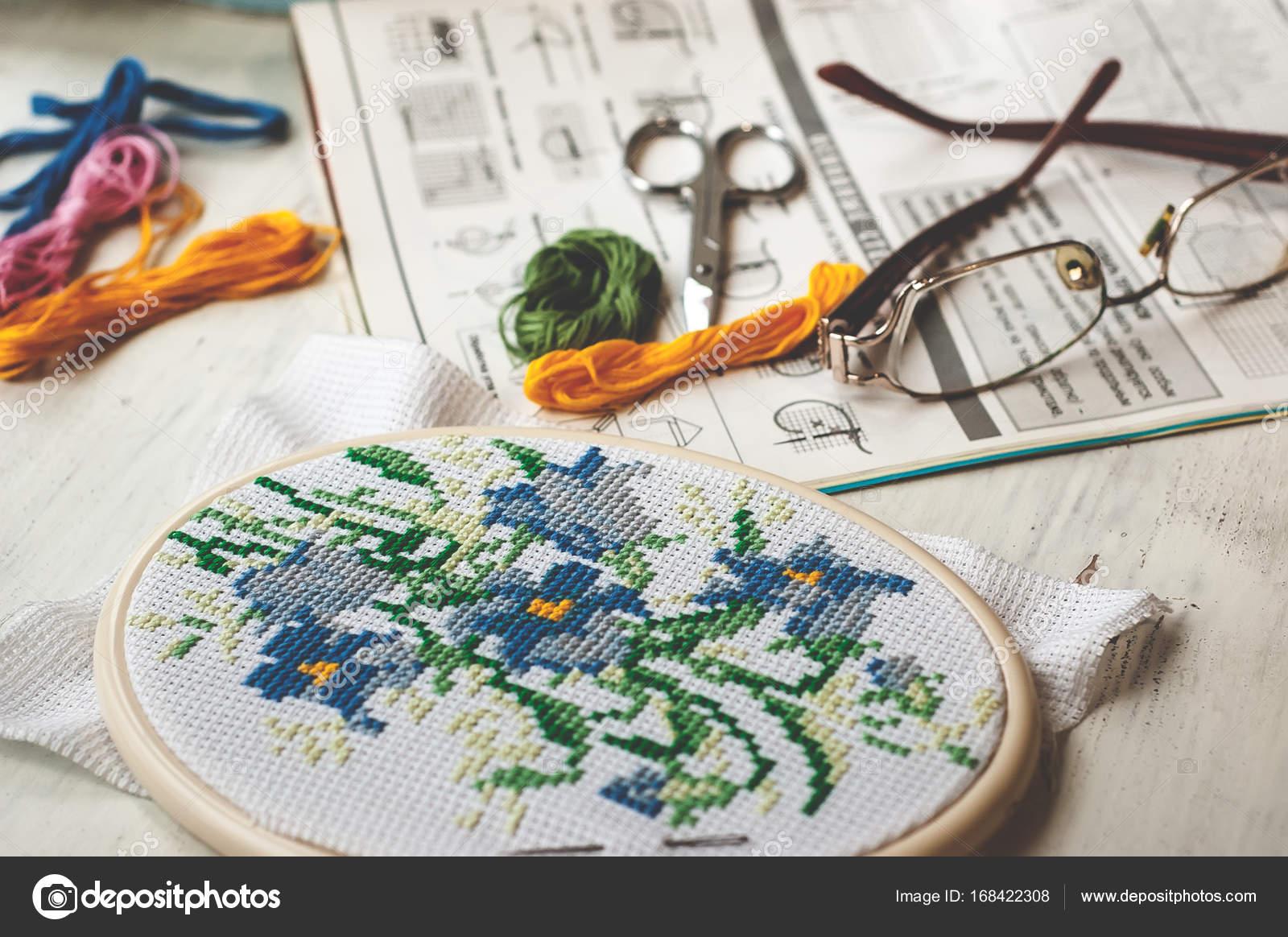 Cruz-puntada conjunto: aro con patrón bordado, gafas, esquema ...