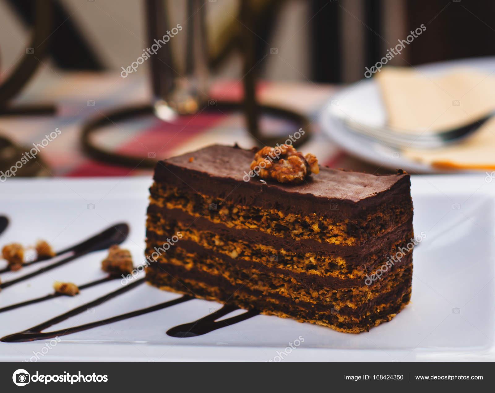 Gâteau au chocolat traditionnel hongrois Dobostorta