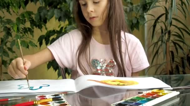 children draw paints