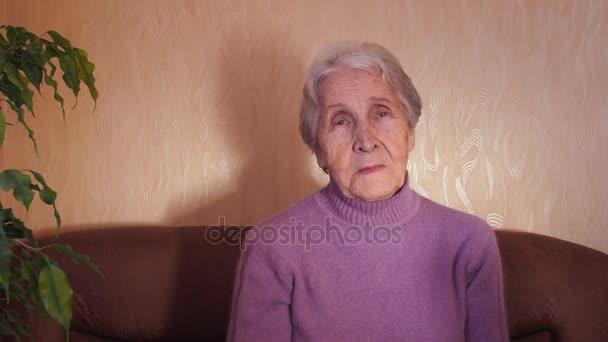 starší žena s notebookem