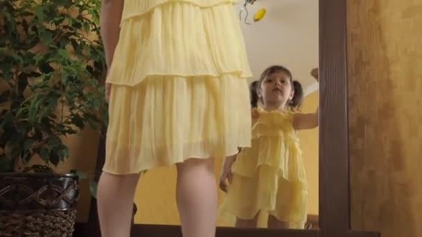 Schuhe zum gelben kleid