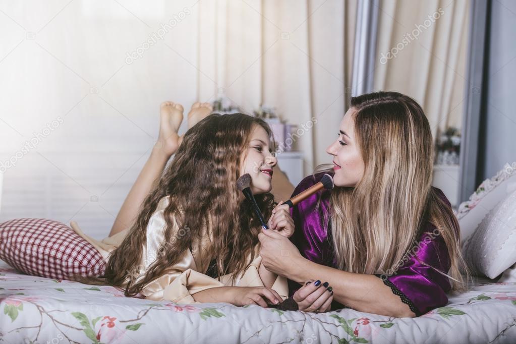 Mama und Tochter lesbischen SpaГџ