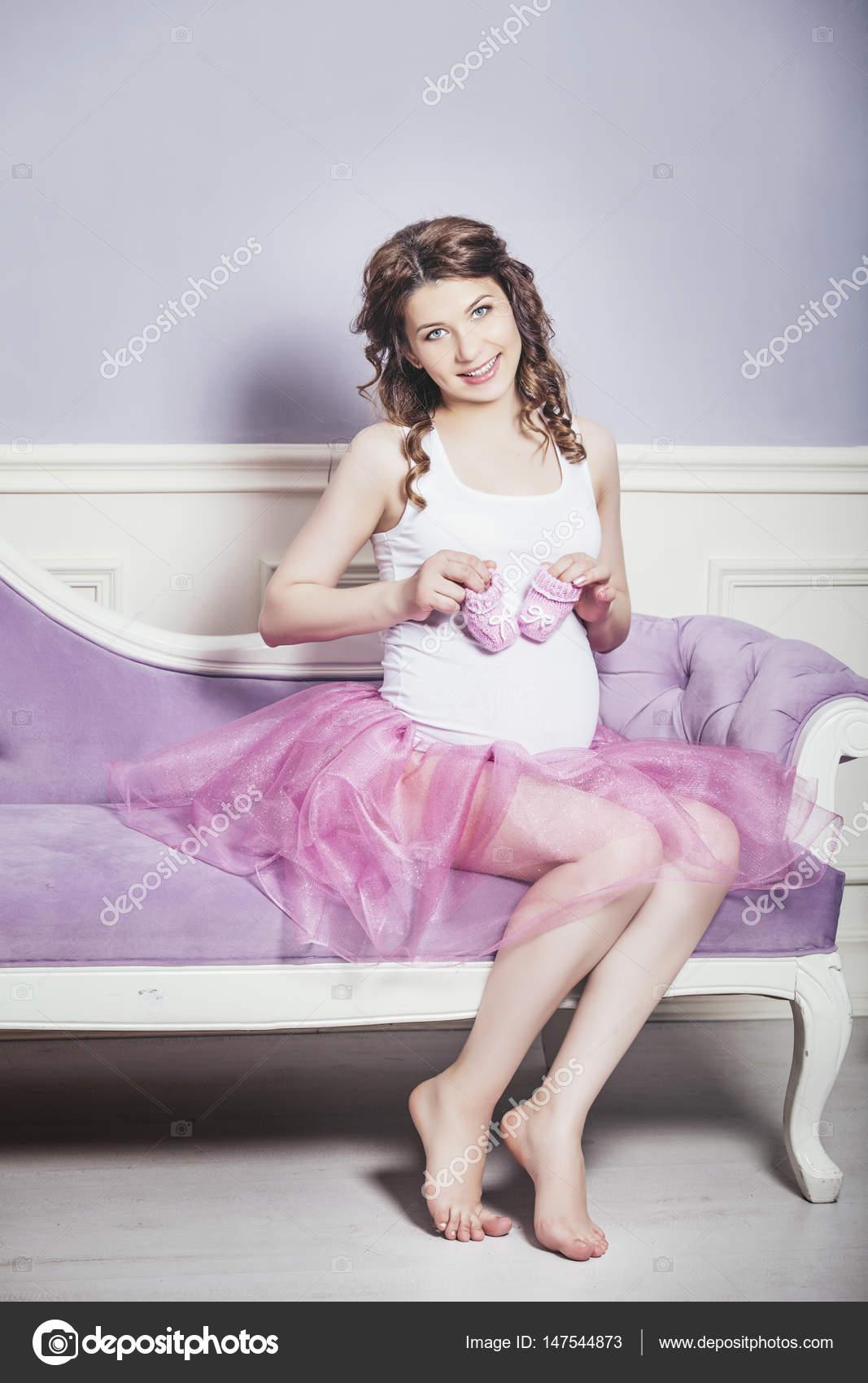 Фотки беременная дама раздевается дома