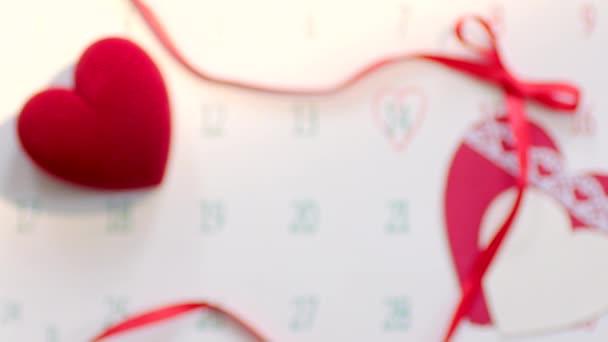 Snubní prsten v červené krabičky na Valentýna