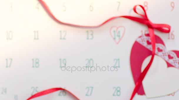 Anello di nozze in contenitore di regalo rosso su San Valentino