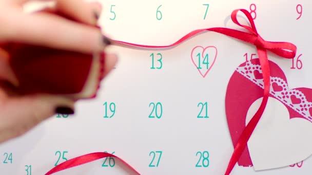 Apertura di anello di nozze regalo il giorno di San Valentino