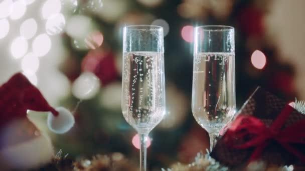 Dvě sklenice s champagne na Štědrý den