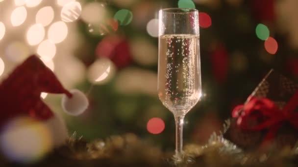 Sklenici šampaňským na silvestrovský večer