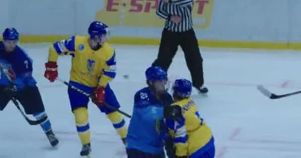 Kyjev, Ukrajina - 17. prosince 2019: hokejový zápas