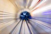 mozgás és absztrakt háttér hatása a belső malajziai Mass Rapid Transit (Mrt) alagúton keresztül gyorsan mozgó
