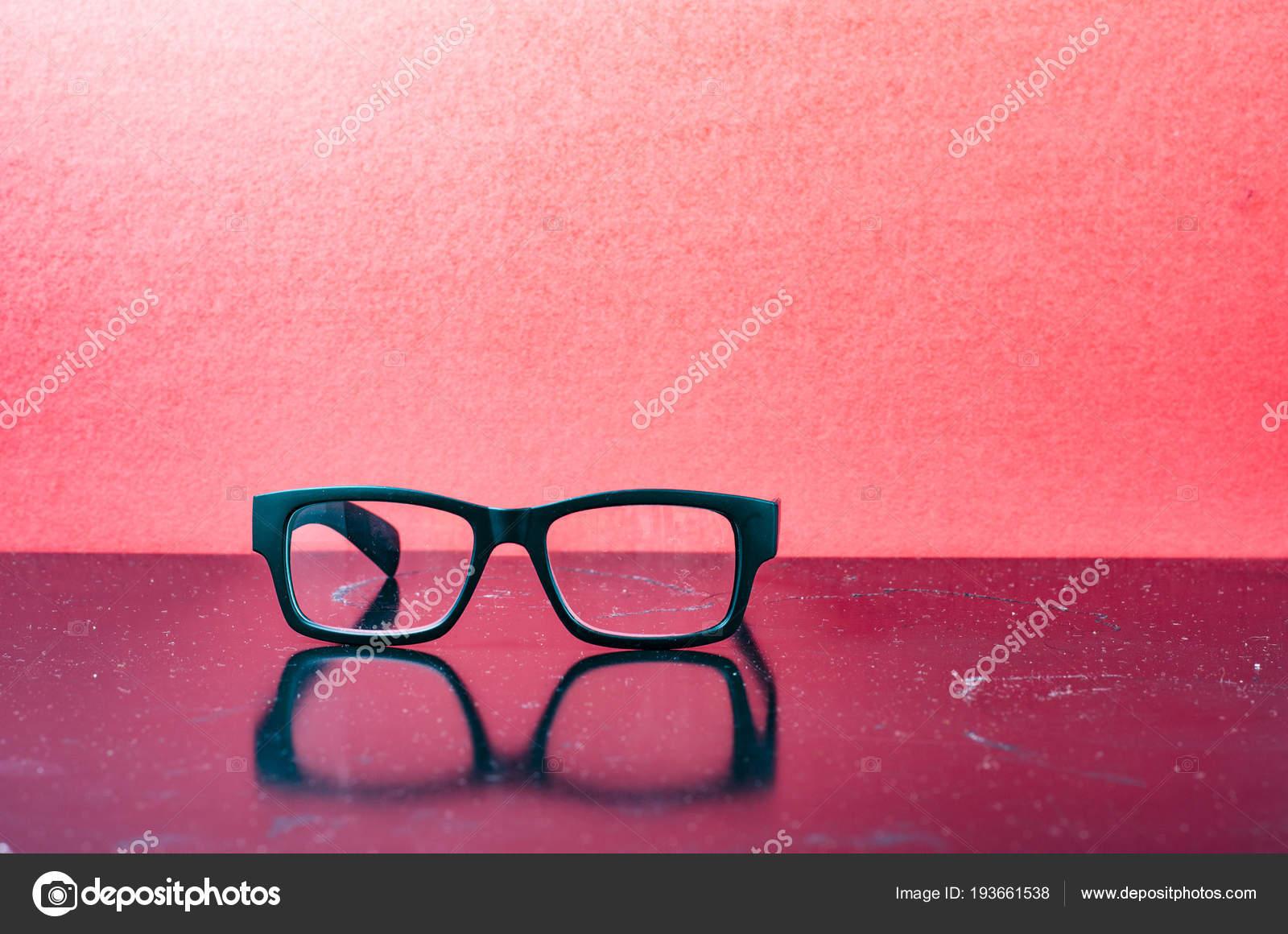 Konzeptionelle Fotografie des Lebens, Brille mit Matt schwarzem ...