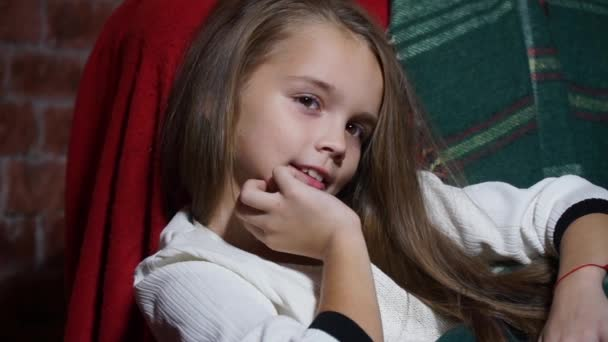 Видео девушка в коротком платье заигрывает фото 31-5