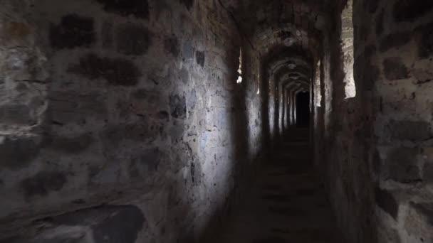 Podjedete starověkého tunel do perspektivy