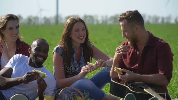 Весёлый пикник с красивыми давалками