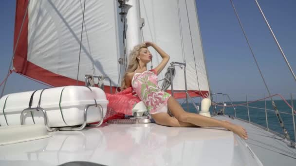 Смотреть ютуб массаж рум эро блондинкой аккуратная сексуальная