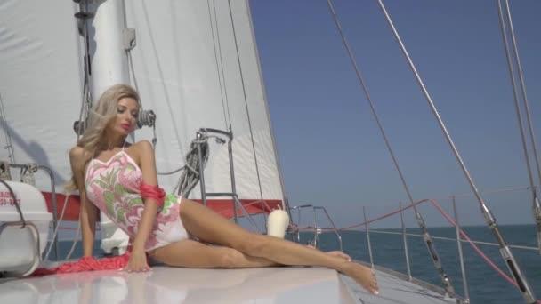 венеции секс реальный на яхте с блондинкой массаж