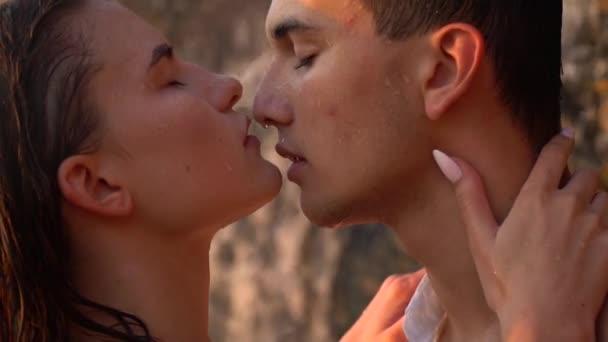 Girls Kissing Girls Vedio