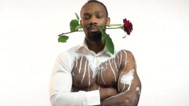 Slow Motion Jonge African American Man Zijn Vriendin Met Roos Op