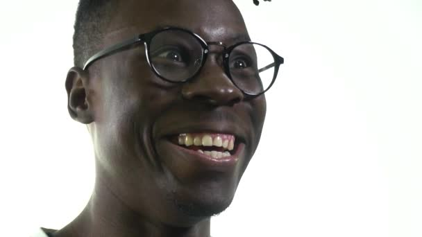 Černoch, zlý génius se směje šíleně, zblízka